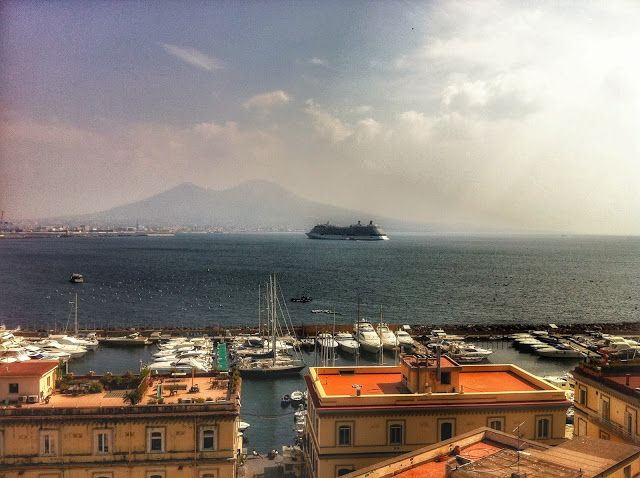 Gate 77: 10 things to do in Naples before you die !