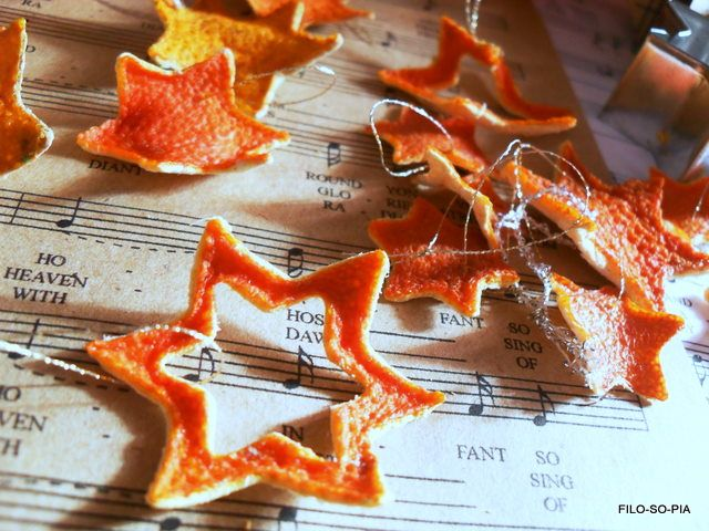 Stelle da buccia di arancia. Orange peel stars. Lovely tree decs for the winter when the branches are bare.