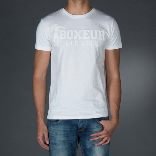 Round neck t-shirt with logo print in contrast color on front and back.Application on right sleeve of an embroidered patch for personalization.  € 23.90 SALE > € 15.90