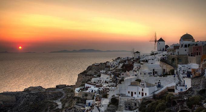 Ταξίδι στη μαγευτική θήρα Δεκάδες ταξιδιωτικά περιοδικά και πρακτορεία ανά τον κόσμο την έχουν κατατάξει κατά καιρούς στους κορυφαίους προορισμούς, και φυσικά όχι αδίκως!  http://goo.gl/ztZmcI  #Ξεναγός #Θεσσαλονίκη #Περιοδικό