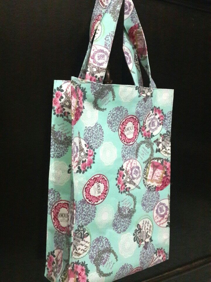 Simple tote bag with magnetic snap