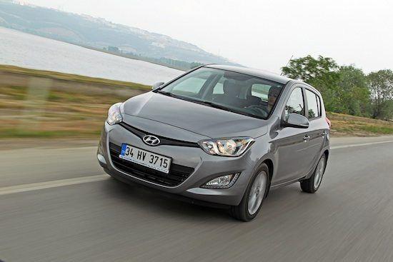 Nuova Hyundai i20  Da oggi anche in versione Blue Drive GPL In tempi di ristrettezze economiche e di prezzi del carburante folli, gli automobilisti corrono ai ripari e cercano alternative.  Di fronte alla necessità automobilistica la domanda di veicoli con alimentazione alternativa...