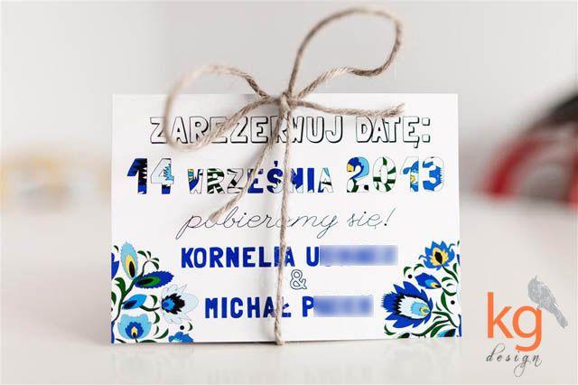Save-the-date_zarezerwuj-datę_STD_łowicka-wycinanka_motyw-folkowy_ludowy_kolor-chabrowy_niebieski_wiązane-sznurkiem-lnianym+(1).JPG (640×426)