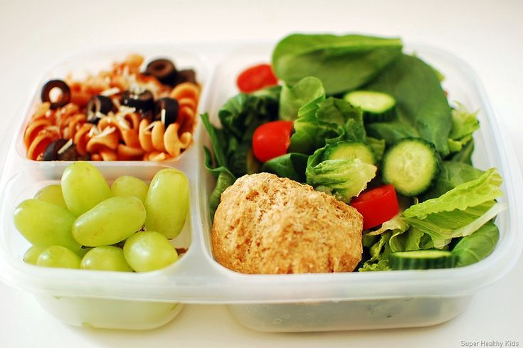 Easy Lunchboxes to make at home! 100's of ideas! This one is a beautifully healthy lunch from Super Healthy Kids. This yummy Italian lunch is a creative change from a sandwich, and fun to eat too!
