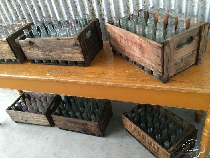 Oude houten kratten met oude flessen - Diverse  - Industrieel - Burbri