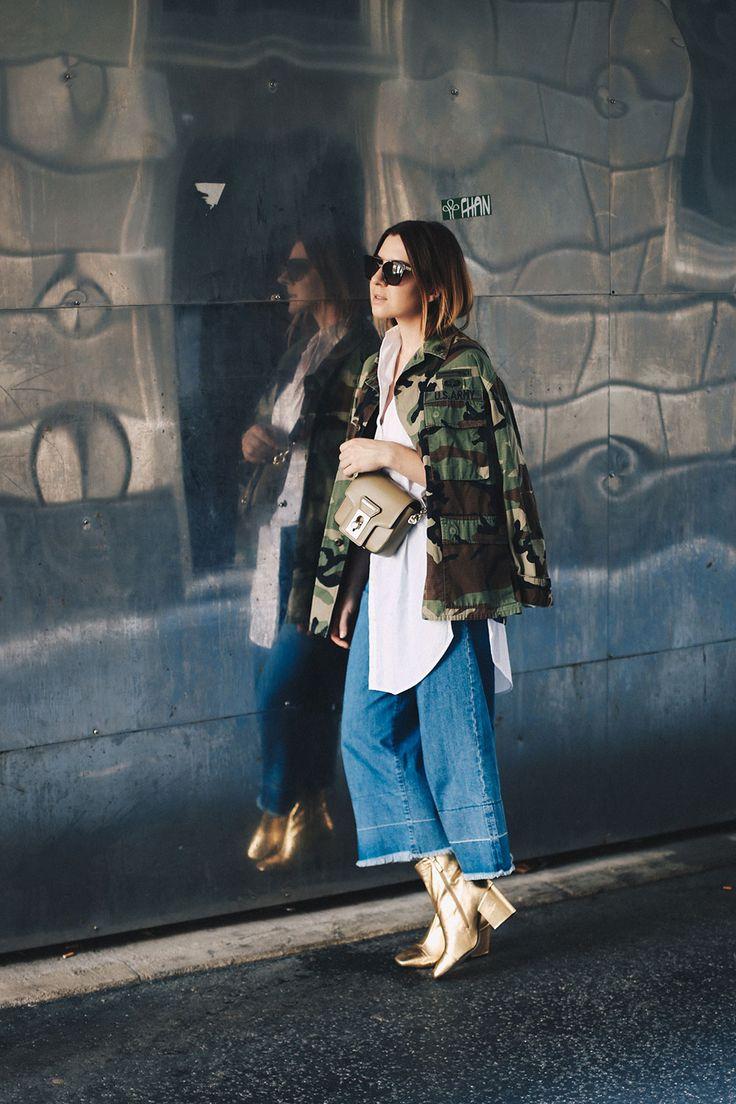 Oversize Camouflage Parka, Denim Culotte, goldene Boots, Streetstyle, Herbst…