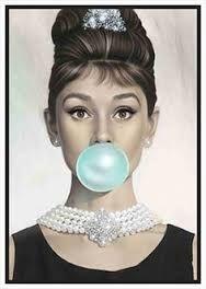 Risultati immagini per foto famose di audrey hepburn con gomma da masticare