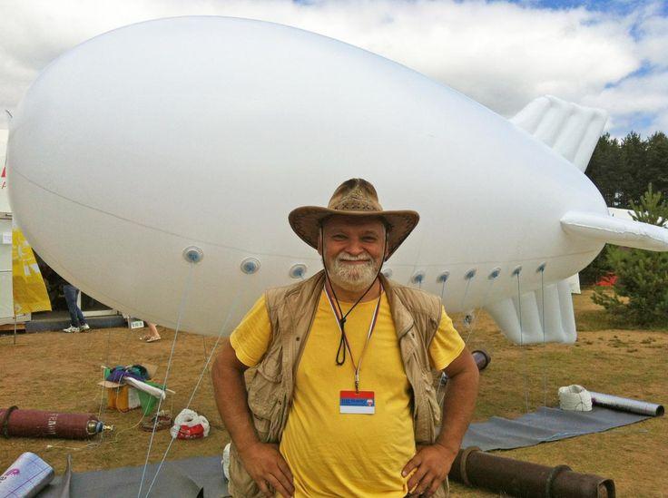 Un dirigible del tamaño de una furgoneta es capaz de extraer y condensar el vapor de las nubes, situadas a dos kilómetros de altura, para conseguir agua y energía eléctrica...
