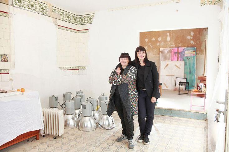 Die beiden Schwestern Anny und Sibel Öztürk vermählen in ihrem Laden Marterie in Offenbach Kunst, Design und guten Geschmack – in einem Viertel, dass sie selbst Texas nennen.