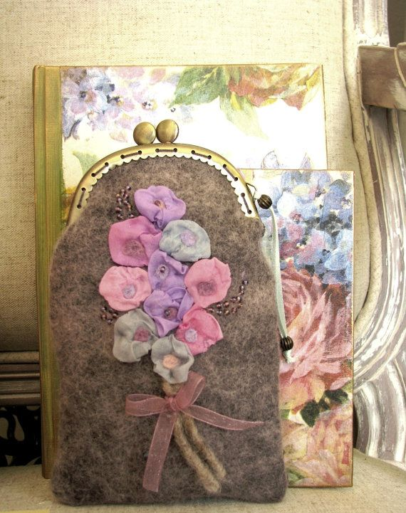 Charming spectacle case with romantic silk flowers