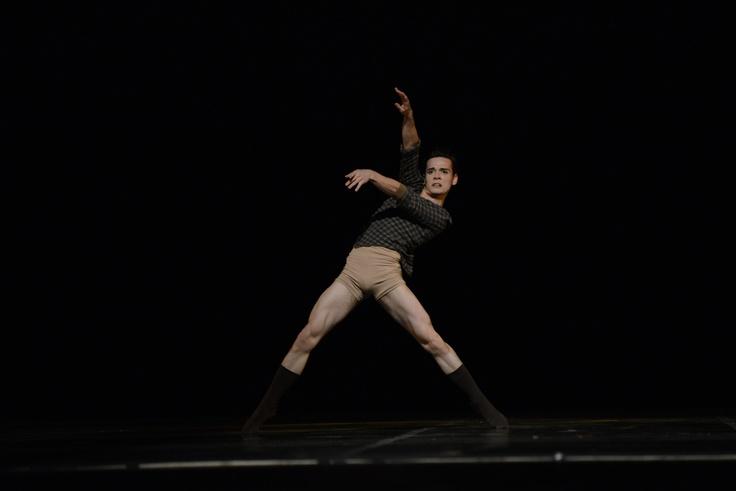 """2° Lugar - Dança Contemporânea - Solo Masculino - Avançada.  Cia Pavilhão D (SP), com a coreografia  """"Solitute"""". Crédito: Dashmesh Photos/Claudia Baartsch"""