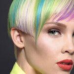 Come mettere il mascara colorato per capelli