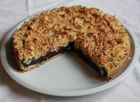 Božský makový koláč se švestkami. Svestky jdou vymenit za pie cherries.