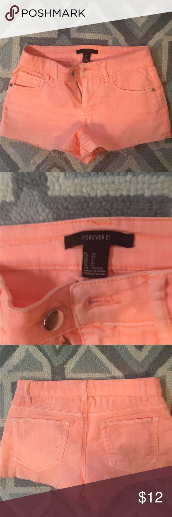 Forever 21 Women's Orange Shorts Five pockets, frayed legs, two pointed divots on the front pockets, very good condition-minimally one Forever 21 Shorts Jean Shorts