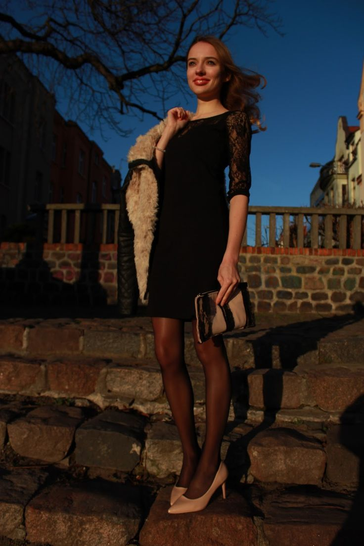 #blogger #black #pantyhose #heels #legs