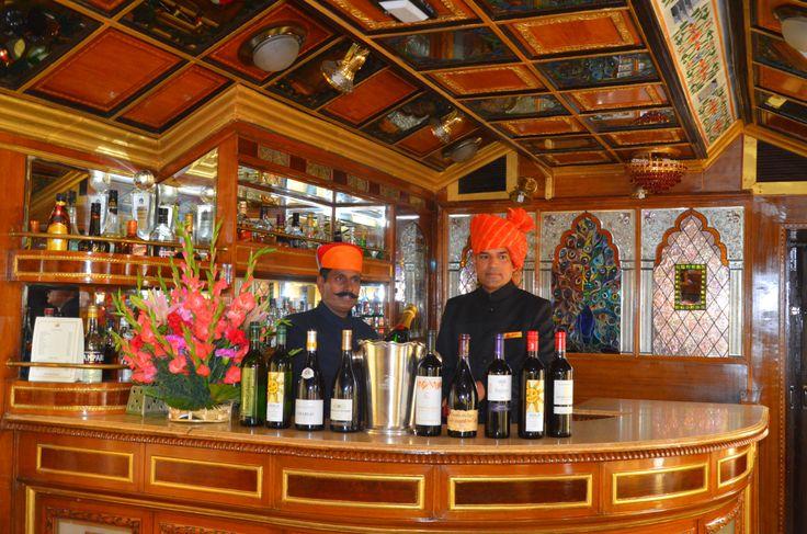 Die Bord Bar: Diese entzückend gestaltete Bar serviert eine Auswahl an Getränken sowohl indischer wie auch internationaler Marken