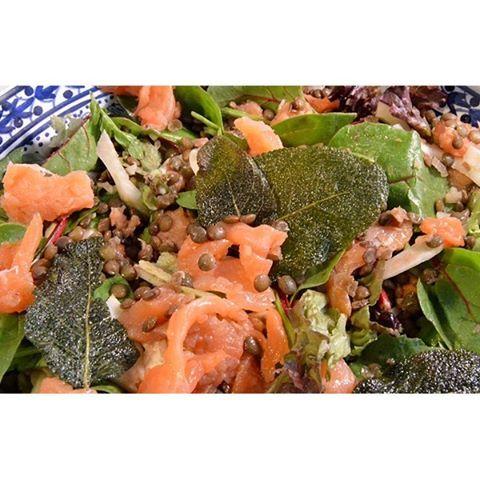 • YUM KROKANTE SALIE • Wat is salie toch lekker! Het maakt deze linzensalade met zalm en venkel helemaal af. Love it! #salie #linzen #zalm #recept #ontheblog #foodblogger #dutchblogger #gezond #gezondeten #healthyfood #feedfeed #foodspiration #watetenwevandaag #smakelijk #foodpic #recipeoftheday #eeeeeats #salade #salad #bourgondisch #culynl #foodporn #nomnomnom #foodie #foodlover #lekkereten #gloobyfood #doejegroenteboereenlolenjemoederook #weekend #instafood