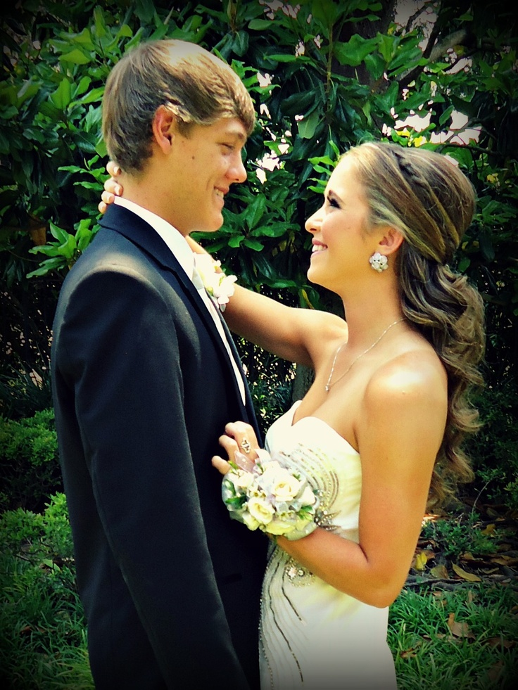 15 Seriously Annoying Things Your Date Will Probably Do On Prom Night