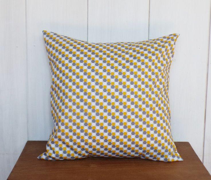 17 meilleures id es propos de tapis gris et jaune sur. Black Bedroom Furniture Sets. Home Design Ideas
