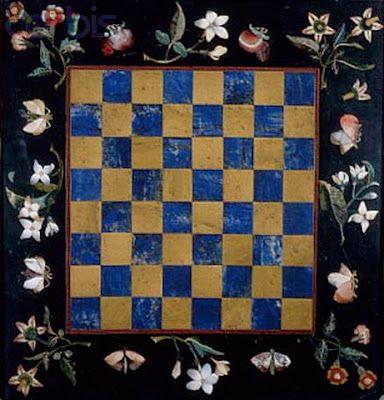 Tablero de ajedrez con borde de flores de Giovanni Battista Sassi.