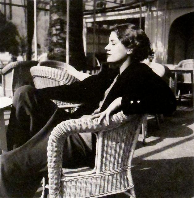 "Man Ray Photograph ""Lee Miller, Juan les Pins, Antibes, France"" - Pétasse de terrasse"