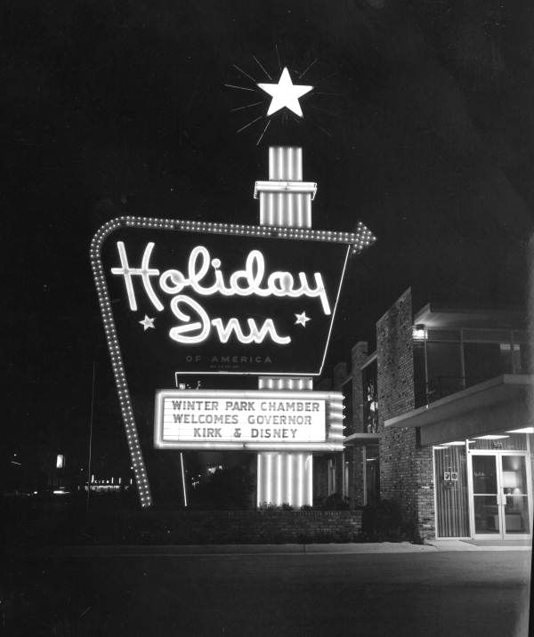 Holiday Inn Welcome Sign