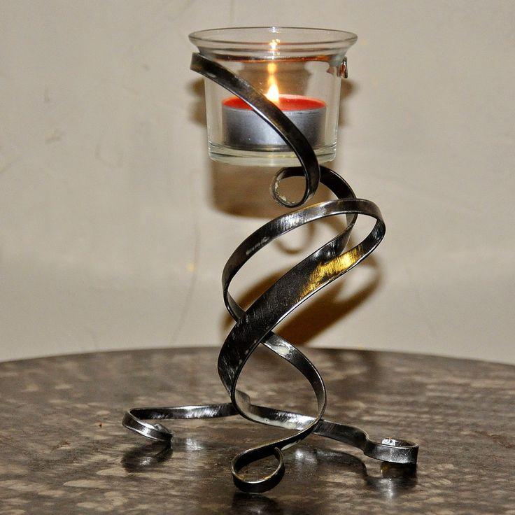 Cr ateur d 39 objets d co en fer forg bougeoirs luminaires porte bouteille s rie de petit for Petit objet deco