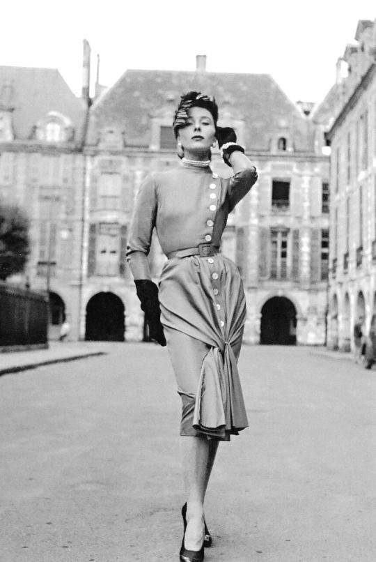 Bettina Graziani in the Place des Vosges wearing an afternoon dress by Jacques Fath, a 1950 photo by Willy Maywald