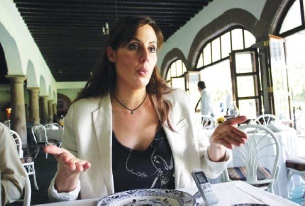 Corridas de toros y peleas de gallos son maltrato animal / Entrevista con Núria Querol | La Jornada Aguascalientes (LJA.mx) | Noticias de Aguascalientes
