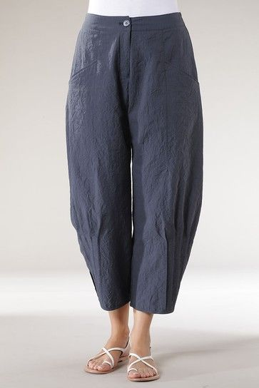 Oooh my fave modern harem pants yet. See the pleats to bring it in on the side. Hose Betiko wash
