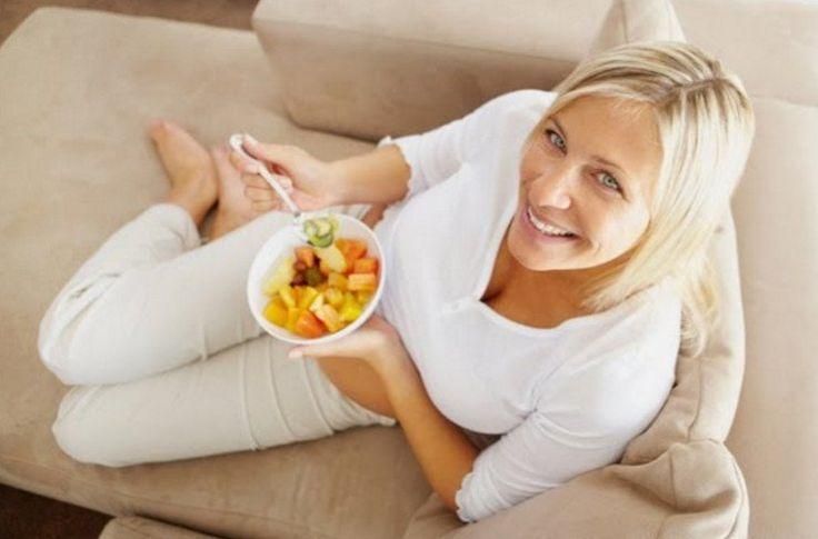 Τι πρέπει να προσέχει μια γυναίκα στη διατροφή της κατά την εμμηνόπαυση και πως μπορεί να ανακουφιστεί από κάποια συμπτώματα της κλιμακτηρίου.