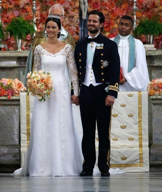 So märchenhaft – und so modern! Das Brautpaar während seiner Trauungszeremonie