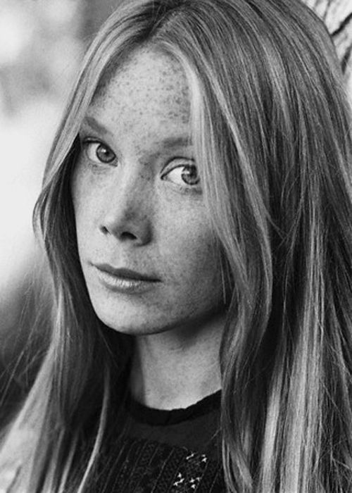 Sissy Spacek. I realize now that she is in many of my favorite movies. I recently saw Coal Miner's Daughter, which isn't a favorite movie, but she definitely deserved to win the Oscar that year.