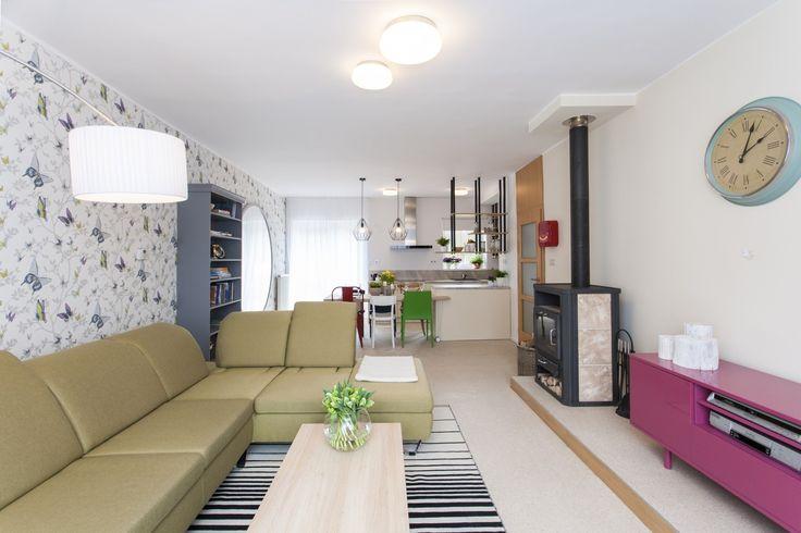 Obývačka s farebnými akcentmi
