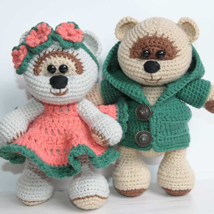 Teddy Bears are the things we never grow out of :) Create a couple of honey teddy bears using our fabulous crochet pattern with instructions for clothes!