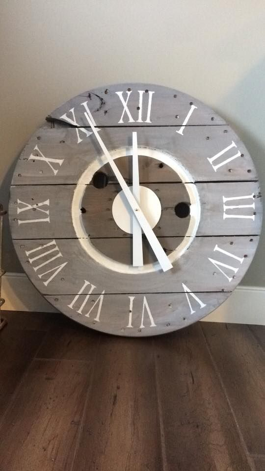 Sweet Serendipity's farmhouse style spool clock  #fusionmineralpaint #fixerupperstyle