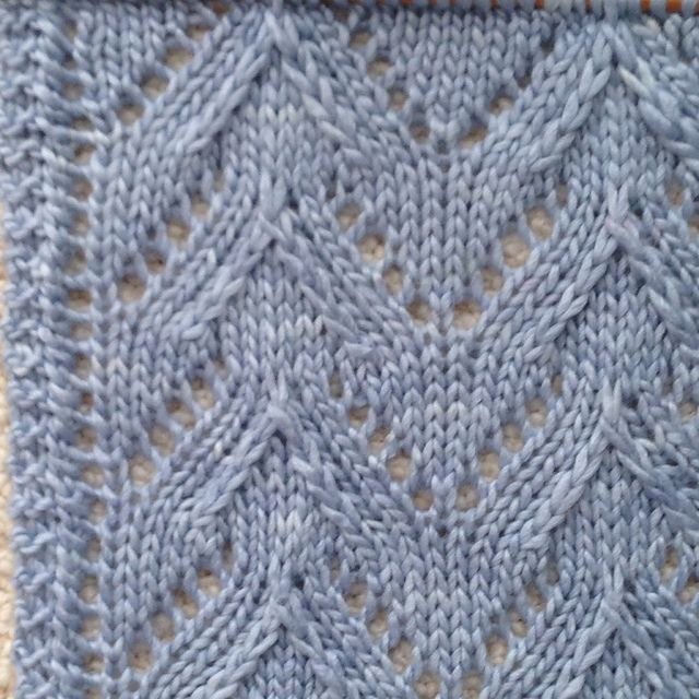 Hatch Stitch Edge. Plus free pattern for Manchester Scarf pattern by Laura Cunitz