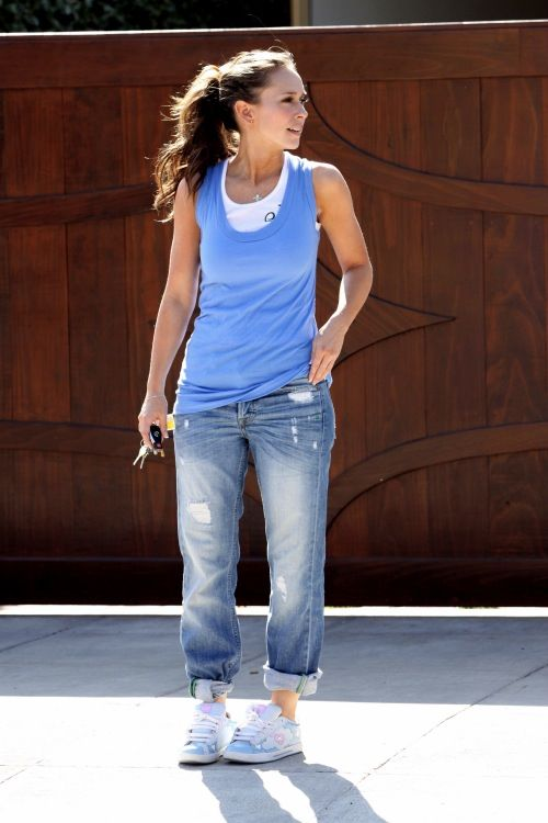 Jennifer Love Hewitt in rolled up denim jeans, paired with a blue tank top and white tank underneath. Throw on a pair of sneakers/shoes and you have a cute casual outfit.  ----- I love her style! Not to mention her body shape, as I am also pear shaped. She's such a natural beauty.     ------ fashion. style. outfit. easy and put together. clothing. everyday.