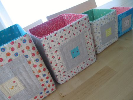 Fabric Storage Boxes - Tutorial МК здесь http://www.sewmamasew.com/media/blog/SMSStackingQuiltedBlocks.pdf