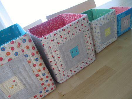Caixas de papelão cobertas com patchwork e quilt para organizar a sua casa