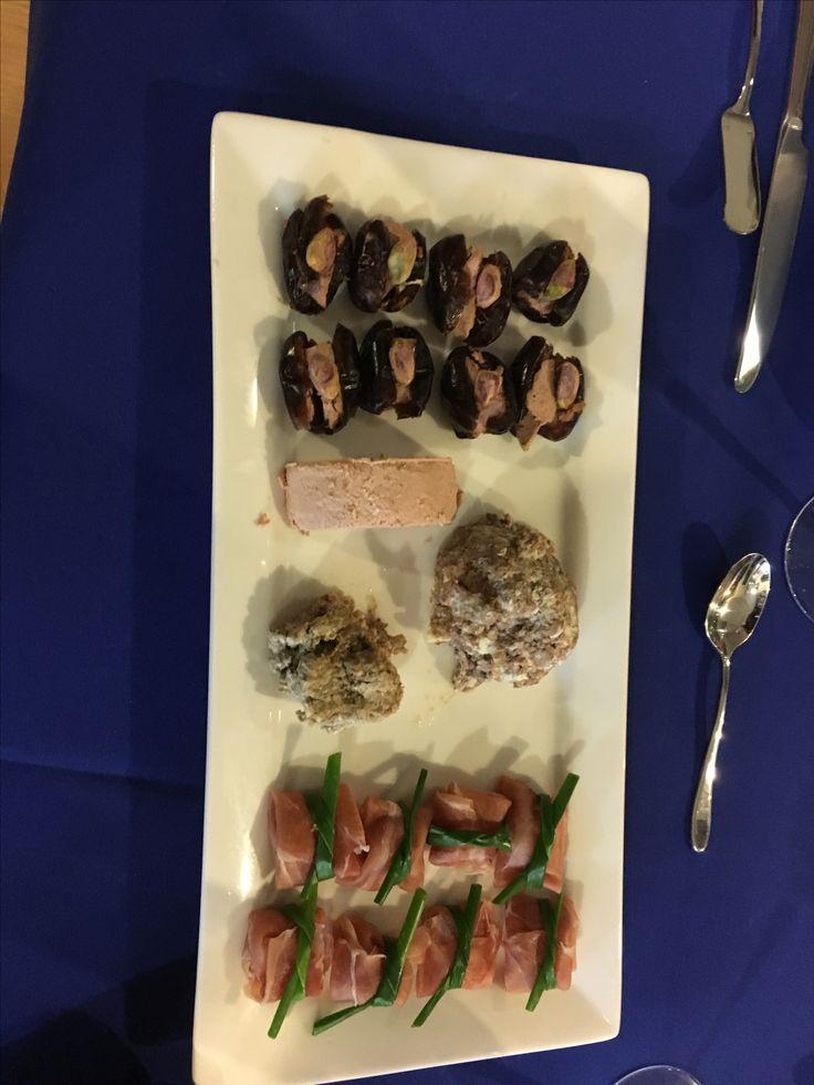 Dátiles con foie gras, terrine de canard y cerdo, mousse de pato y envueltos de pâté con jamón serrano.
