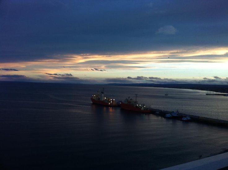 Atardecer en el Estrecho de Magallanes, Punta Arenas.