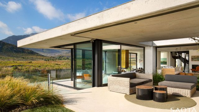 ZA RESTIO RIVER HOUSE <span class='sectitle'>Pringle Bay South Africa</span>