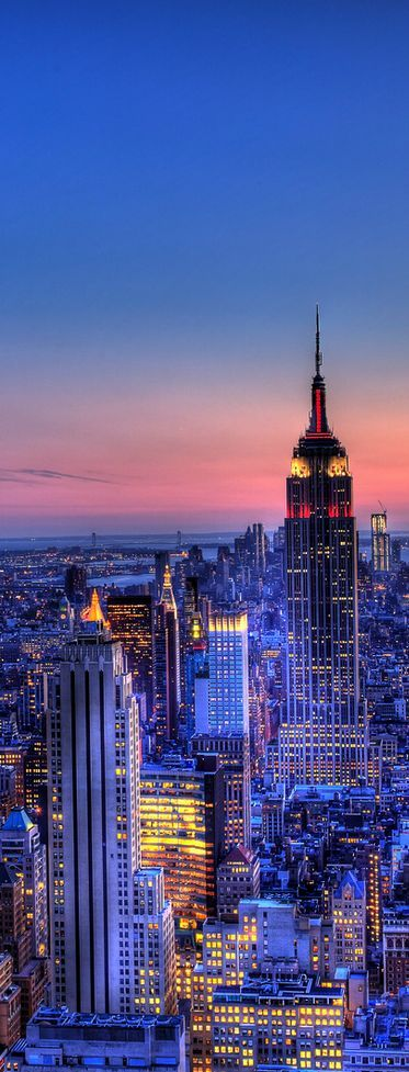 Empire State Building Plus d'infos sur ce célèbre monument sur Cityoki ! www.cityoki.com/… More info on this monument on Cityoki website! www.cityoki.com/…