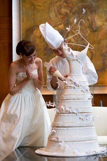 Torta nuziale a forma di vestito