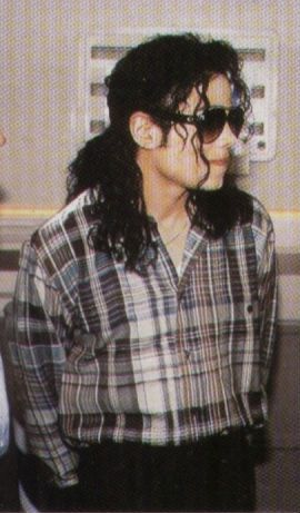 1992 Michael attends Soccer match for Heal The World Foundation