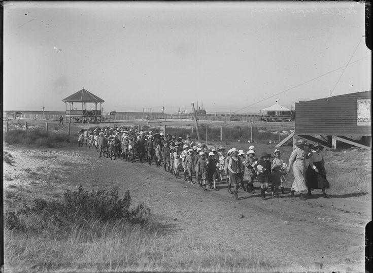 008357PD: Eastern Goldfields Fresh Air League children at Bunbury, 1919 http://encore.slwa.wa.gov.au/iii/encore/record/C__Rb4308784?lang=eng