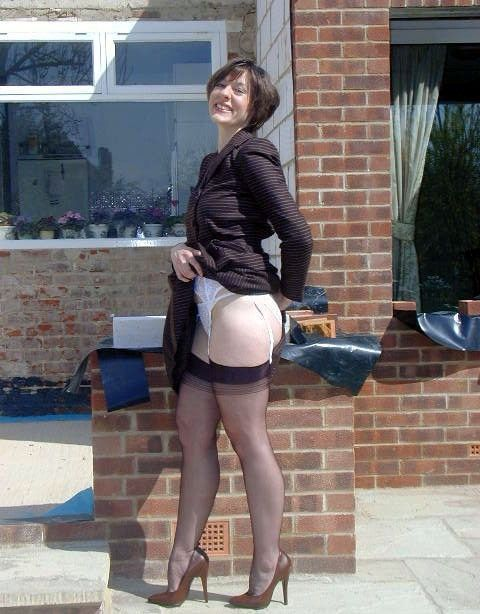Free amateur mature woman in skirts