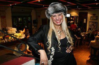 ♥ Lilian Gonçalves promete acabar com os dois vilões da noite em seu novo Biroska – A Casa dos Artistas ♥  http://paulabarrozo.blogspot.com.br/2017/02/lilian-goncalves-promete-acabar-com-os.html
