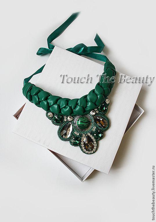 """Купить Колье """"Emerald dreams"""" - колье, колье с кожей, колье с косой, коса, косичка"""